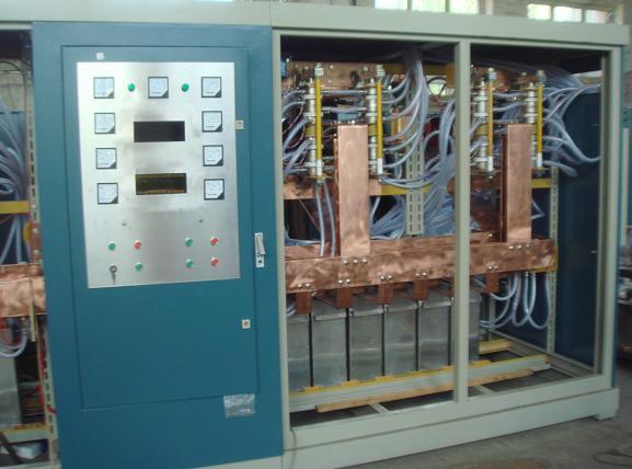 中频炉的性能指标测试 中频炉的性能指标测试是评价电源产品的性能及质量的重要方法,在评价电源产品的性能及质量时,不但要有一个指标体系,而且要有产品的测试方法,以便于和相关的指标进行比对,同时也给电源的设计、使用、维修提供重要的依据。要想使产品在测试中具有高性能指标,除设计技术先进和安装工艺好之外,对产品进行的严格调试方法与步骤,也是电子产品质量保证的重中之重。本章从实际出发, 首先介绍通用测试仪器失真度测试仪、示波器的使用方法,再重点介绍中频炉的输入电压范围、负载调整率、电源调整率、输出正弦波总谐波含量(T